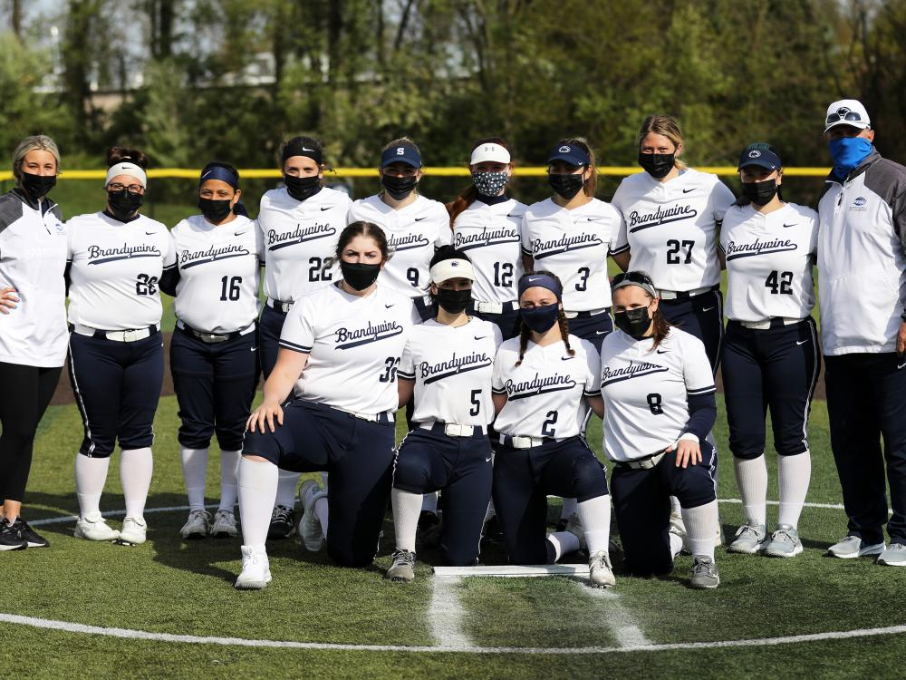 2021 Penn State Brandywine softball team poses for a team picture