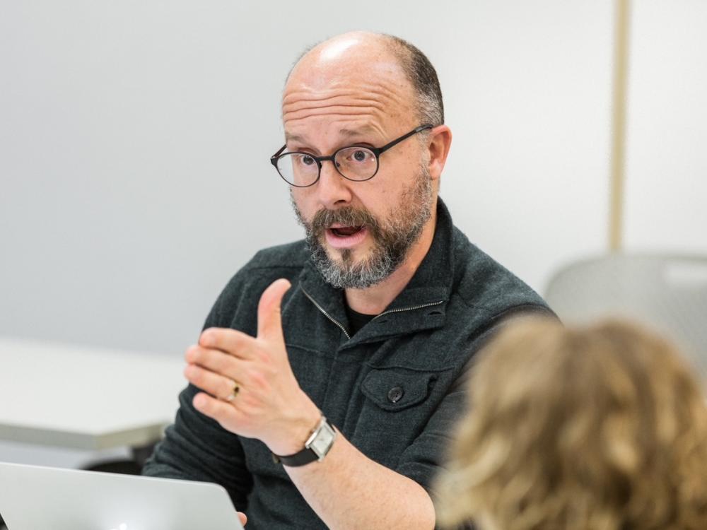 Carmelo Esterrich teaching