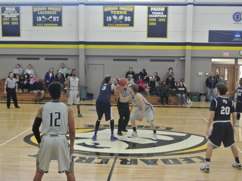men's basketball teams playing on the court