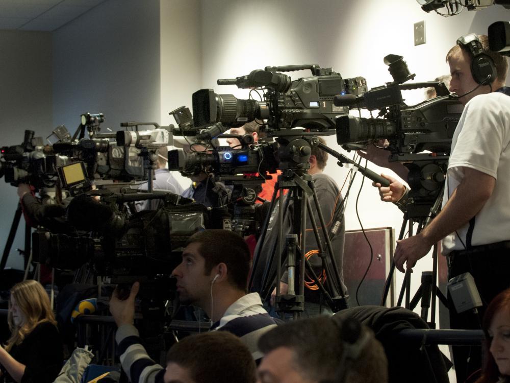 JamesFranklin-pressconf-cameras