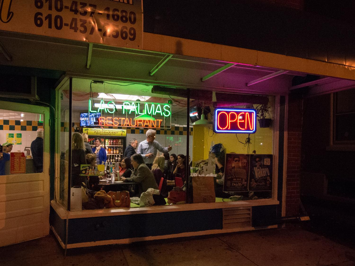 photo of a packed restaurant from outside